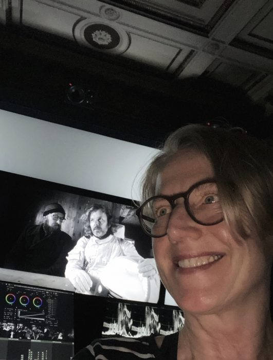 Coloristin Biggie Klier während des Color Gradings der Dokumentation Dreiviertelblut (Regie: Marcus H. Rosenmüller, Produktion: Südkino)