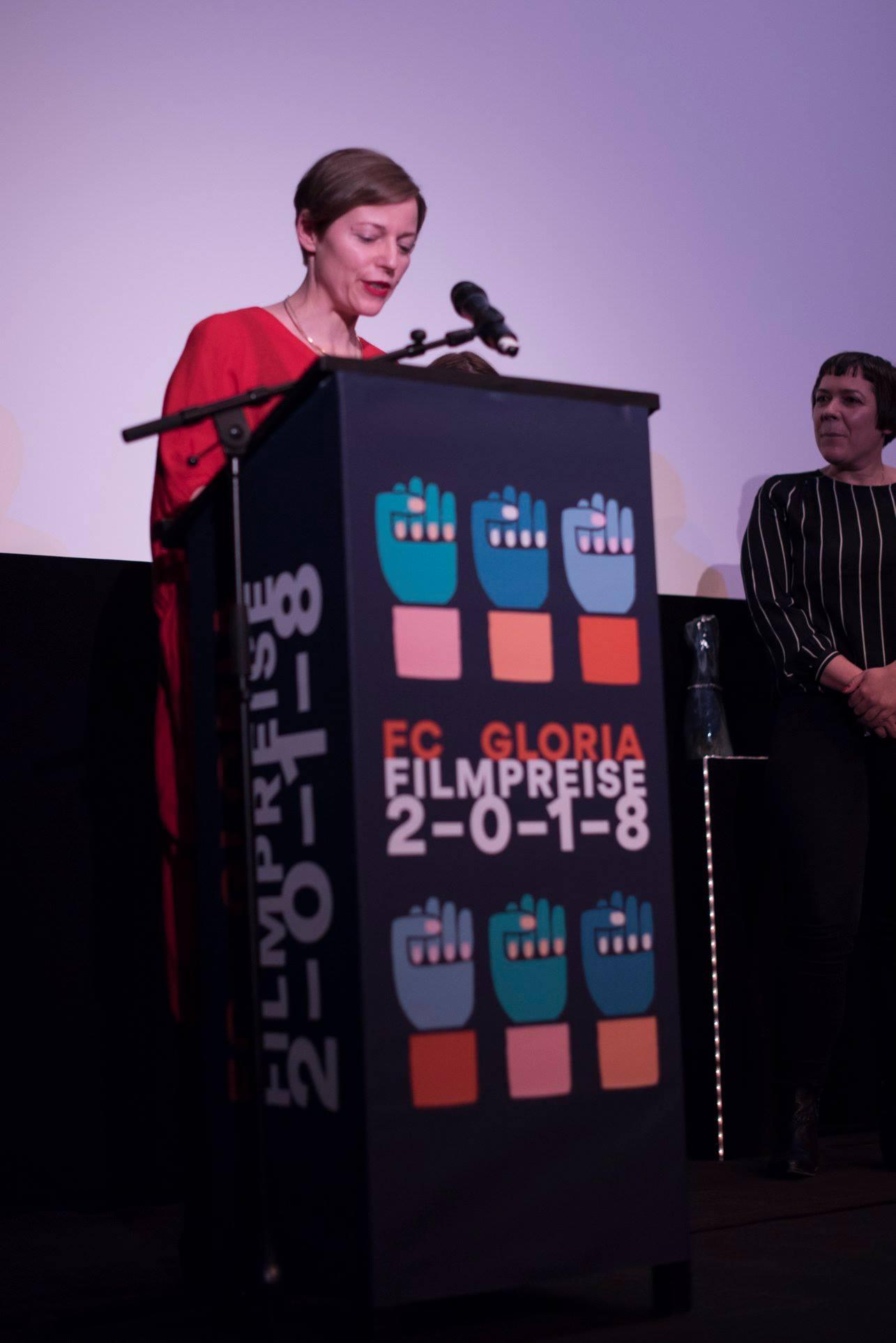 Claudia Slanar verliest das Jury-Statement des Gloriette-Filmpreises