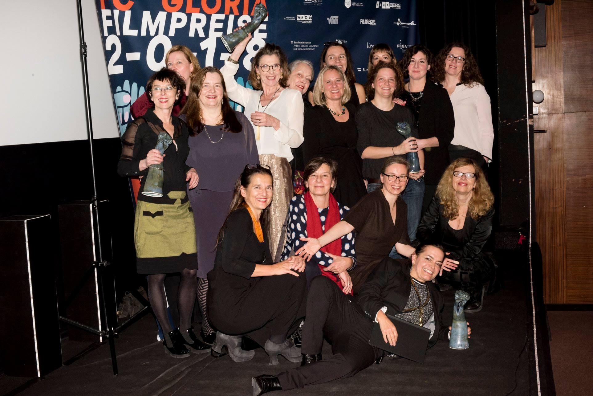 FC Gloria Vorstand mit den Preisträgerinnen