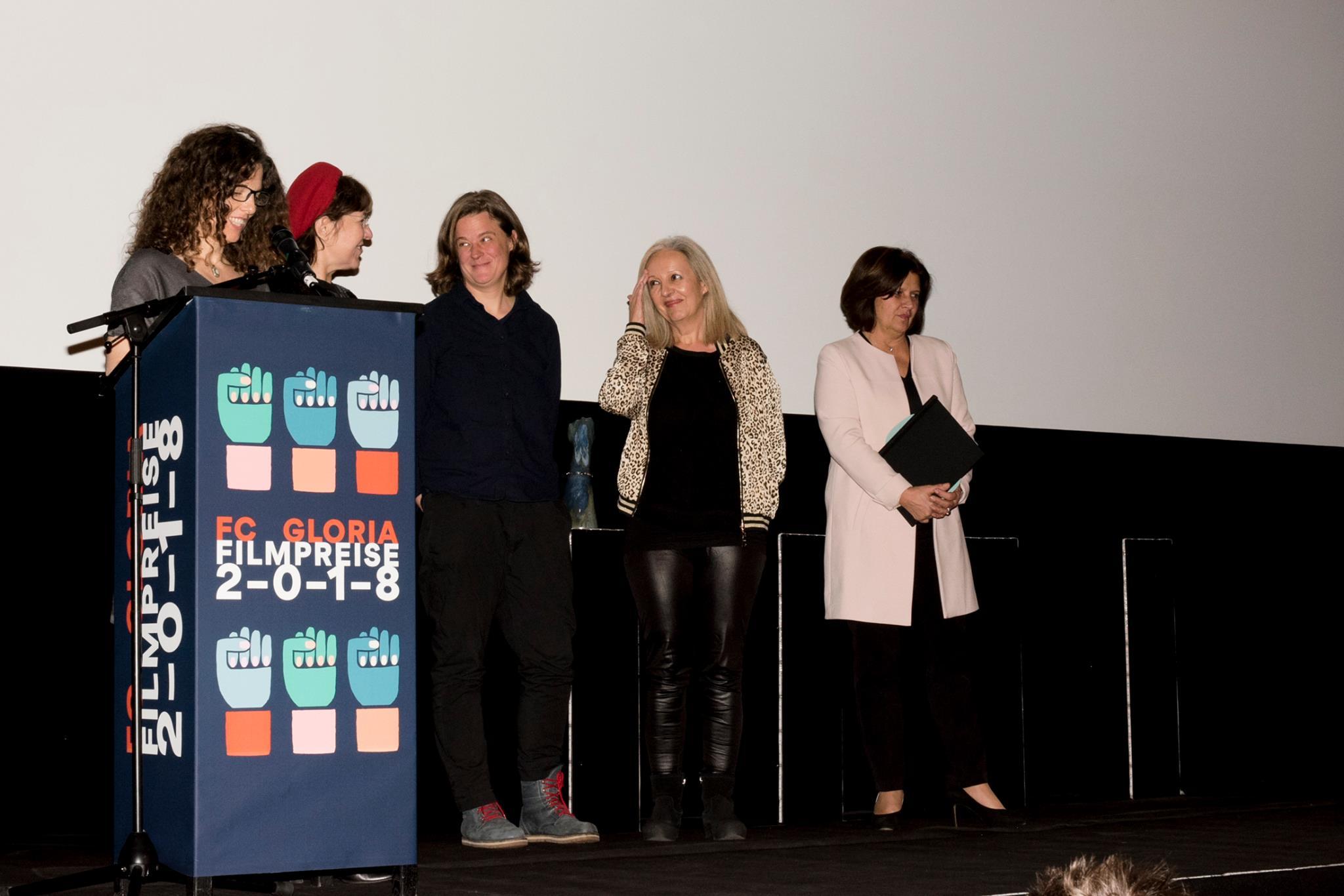 Jurymitglieder Louise-Fleck-Preis: Veronika Hlawatsch, Bady Minck, Judith Benedikt, Christine Dollhoffer mit Preisstifterin Renate Anderl (Arbeiterkammer Wien)
